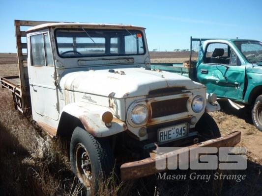 TOYOTA FJ45 LANDCRUISER UTE 4WD - Farm Estate Clearance Auction